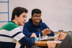 twee leerlingen in de klas